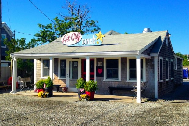 Must Do's of Vineyard Haven Art Cliff Diner